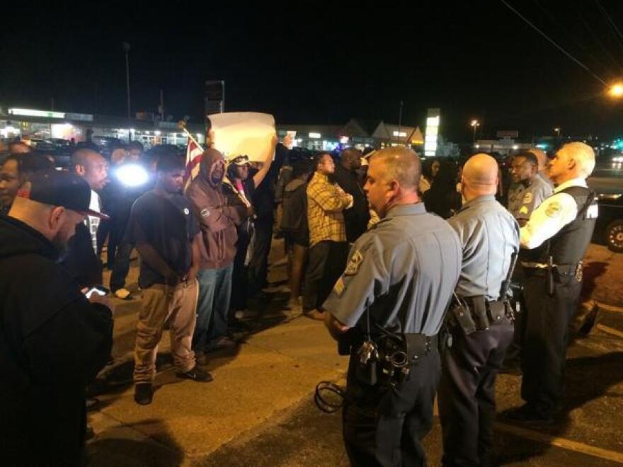 Fergusonpoliceprotestors92314.jpg