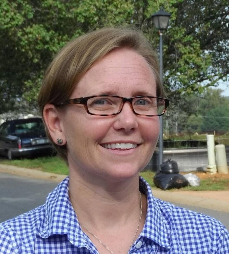 Assistant Charlotte Arborist Laurie Reid