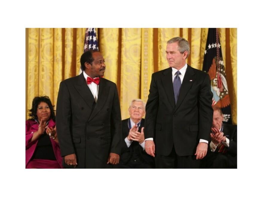 George_W_Bush_-_Paul_Rusesabagina_-_9_November_2005_border.jpg